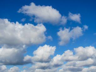Quant pesen els núvols?