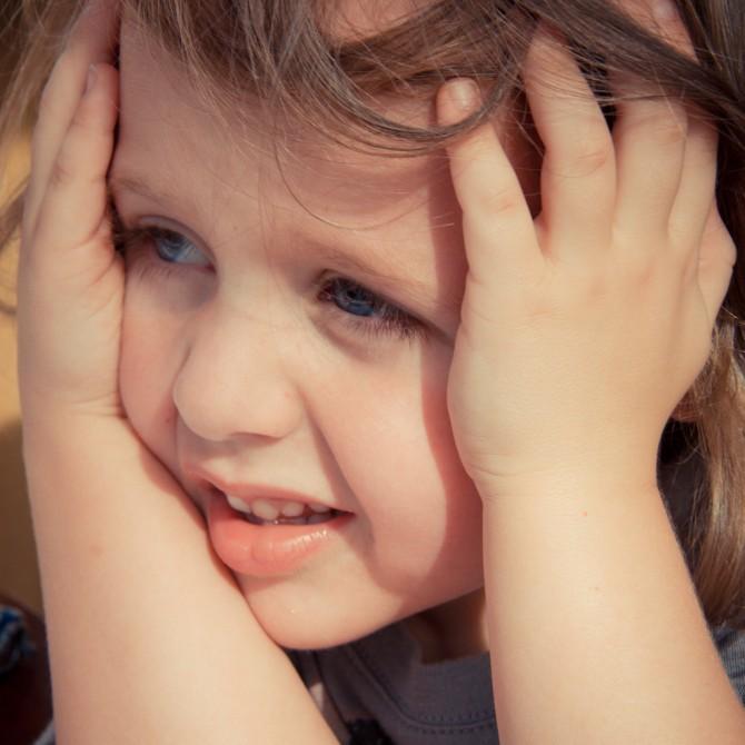 Per què els nens es tapen els ulls per amagar-se?