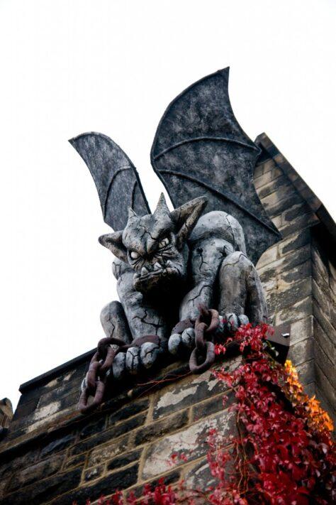 Per què les gàrgoles de les catedrals representen sempre figures diabòliques?