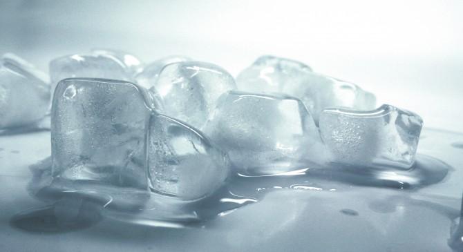 Quina és la diferència entre el gel i l'aigua?