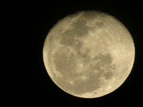 Quant pesa la Lluna?