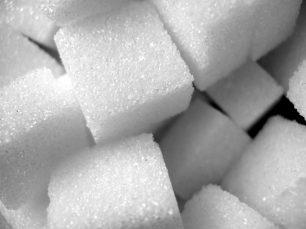 Què ocorre si es tira sucre en el dipòsit del cotxe?