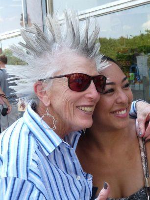 Un gran disgust pot tornar el cabell de color blanc?