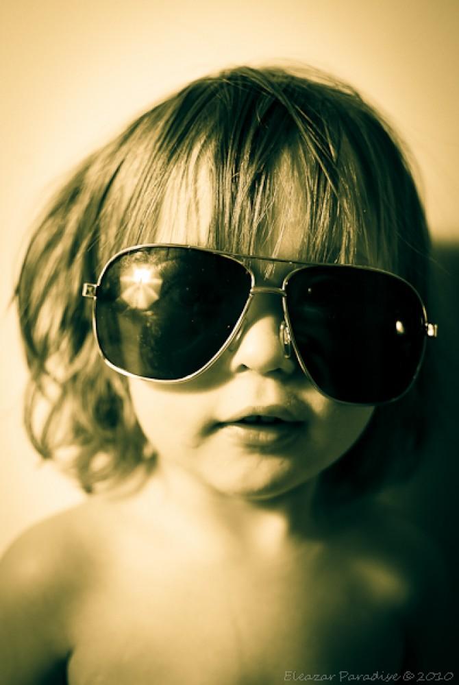 Per què semblem més atractius amb ulleres de sol?