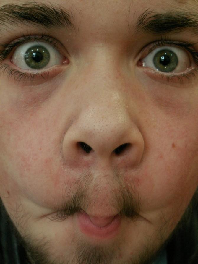 Per què els homes tenen el nas més gran que les dones?