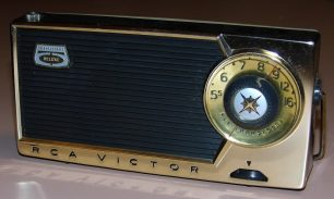Per què els noms de les emissores de ràdio d'Estats Units només tenen lletres?