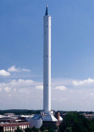 Una torre per llençar objectes al buit