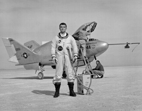 Per què s'ensenya als astronautes a pilotar avions si no tenen res a veure amb les naus espacials?