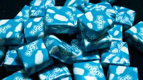 Per què són de color blau els 'Sugus' de pinya?