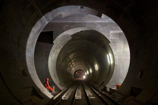 El túnel ferroviari més llarg i profund del món