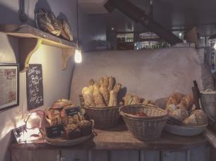 Per què, amb el pas del temps, el pa es posa dur i les galetes s'estoven?