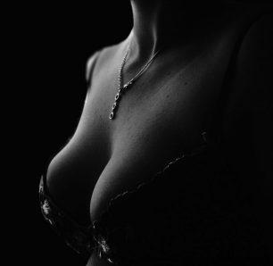Què és la hipertròfia mamària?